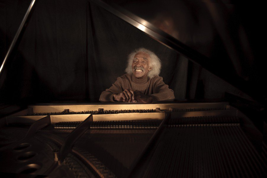 Gerald Wilson at piano