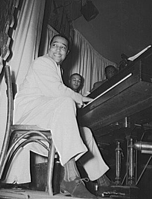 duke_ellington-at piano
