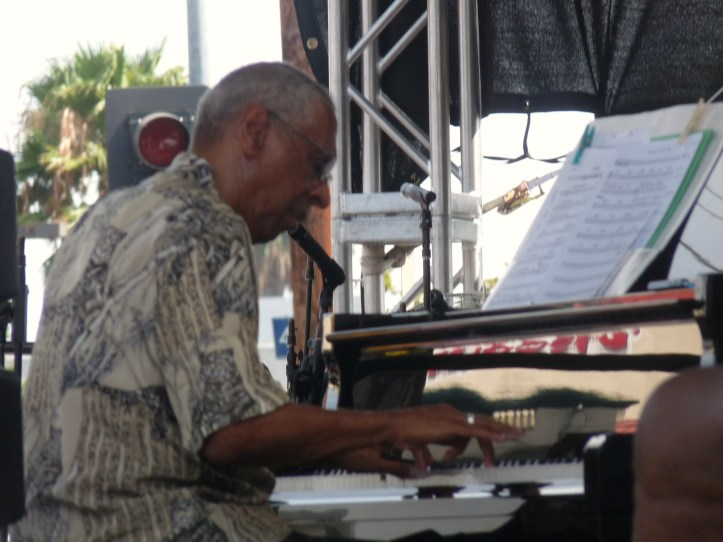 The great Billy Mitchell on Piano with Ernie Andrews